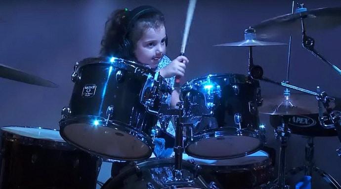 девочка с барабанами