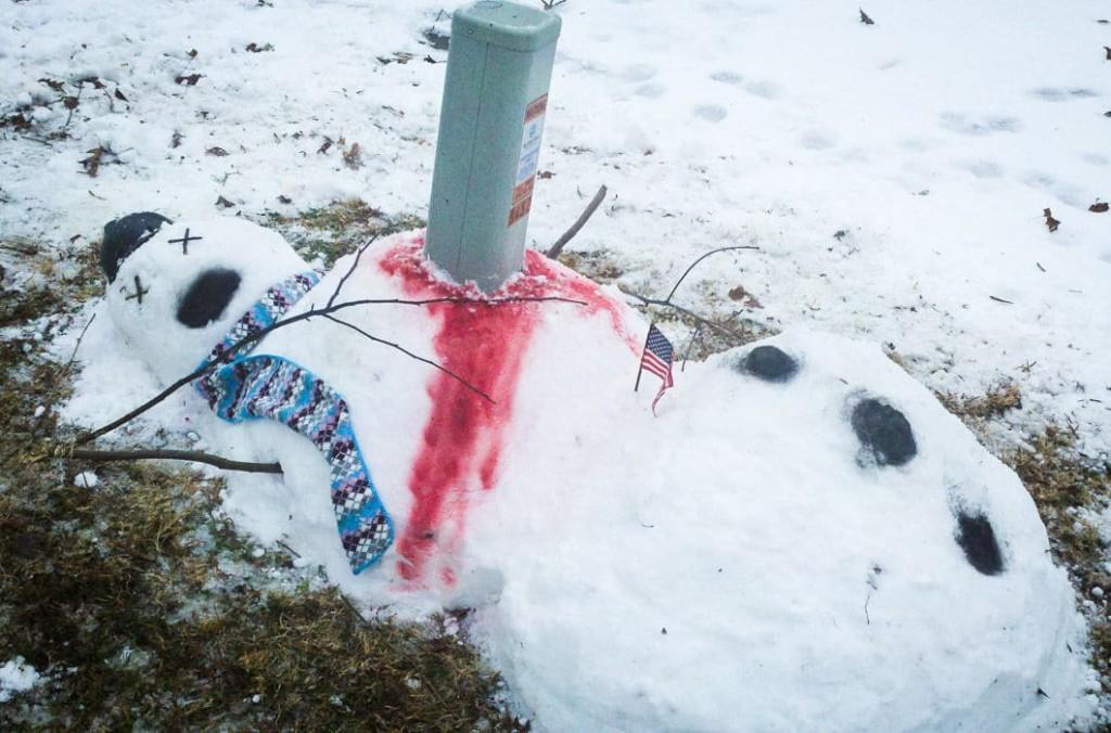 яркие снеговики