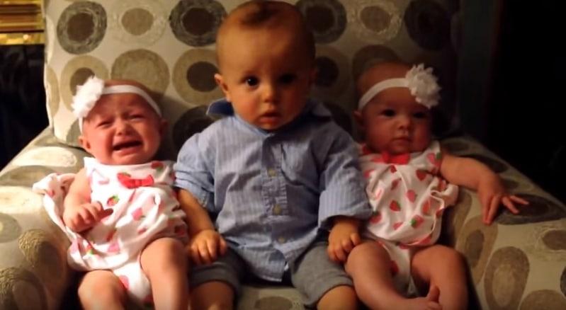Реакция ребенка на близнецов