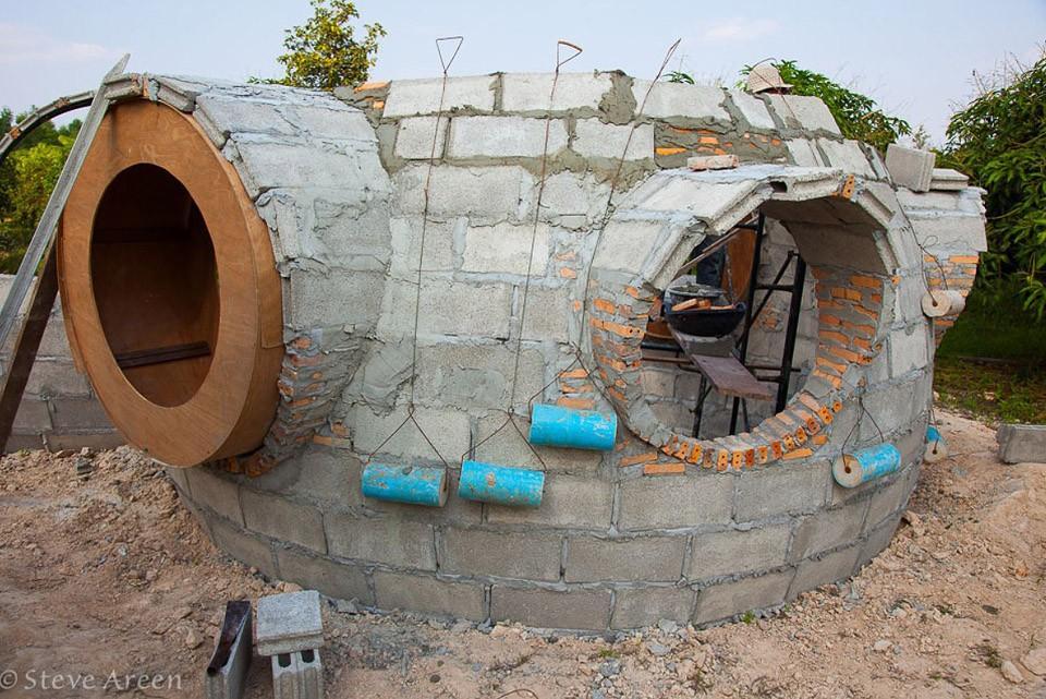 купольный дом в процессе строительства