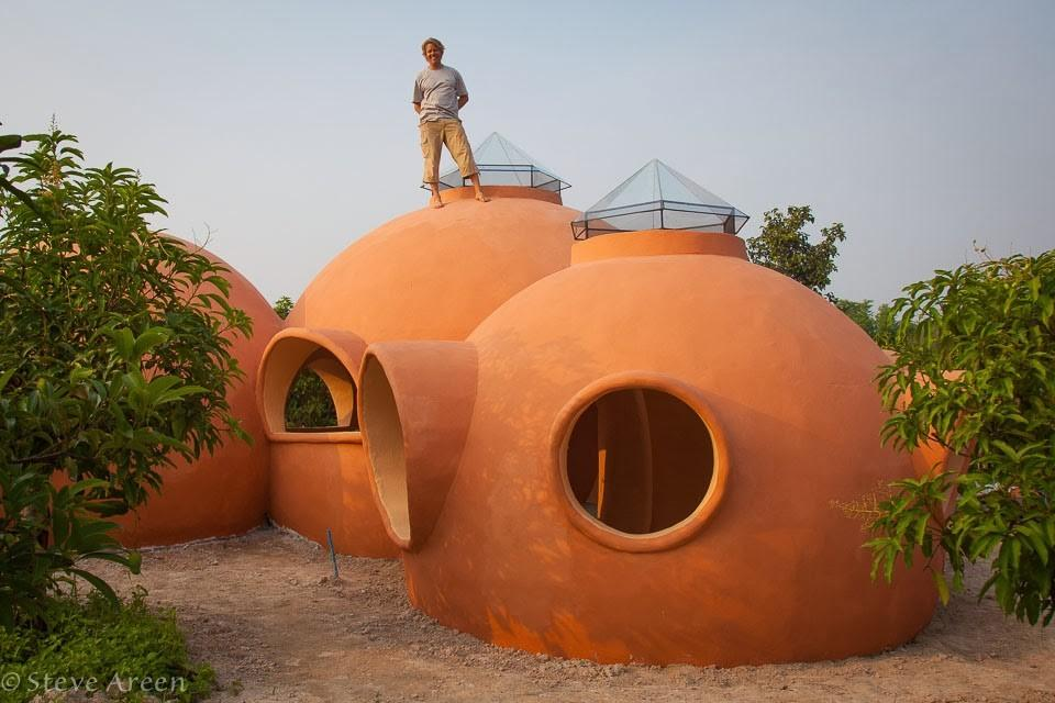 купольный дом пока без окон и дверей