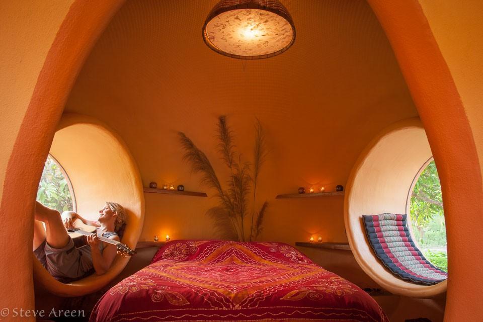 Спальня в изумительном купольном доме