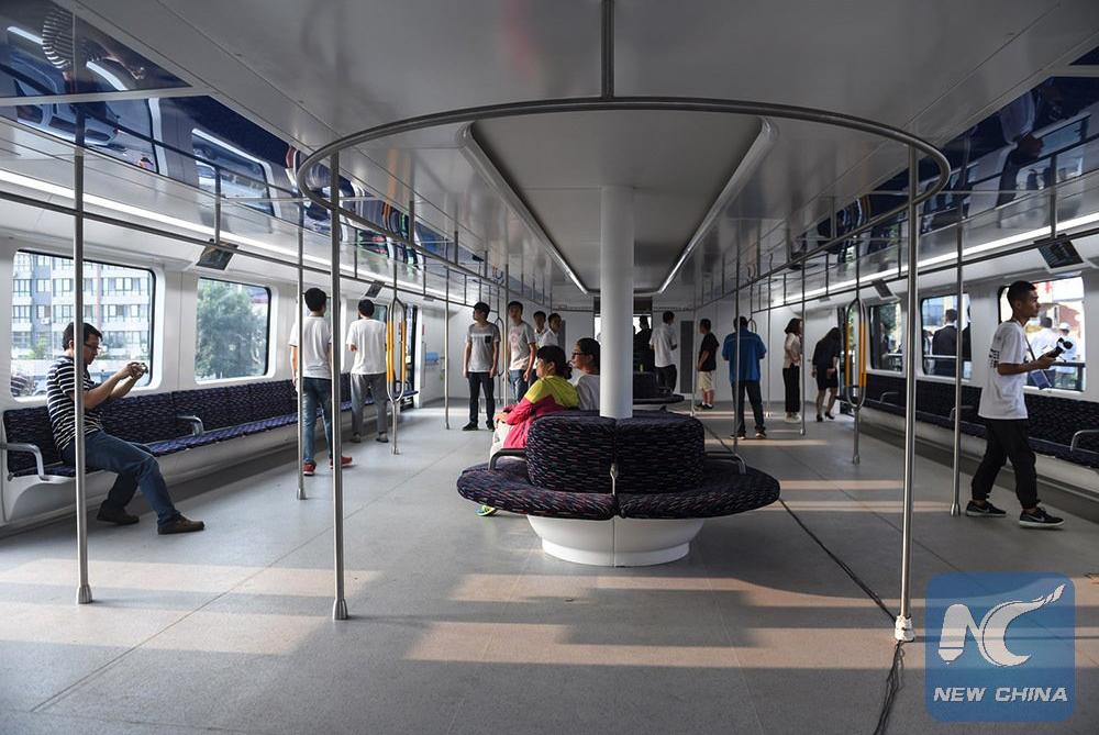 В Китае запустили автобус, который проезжает над машинами рис 4