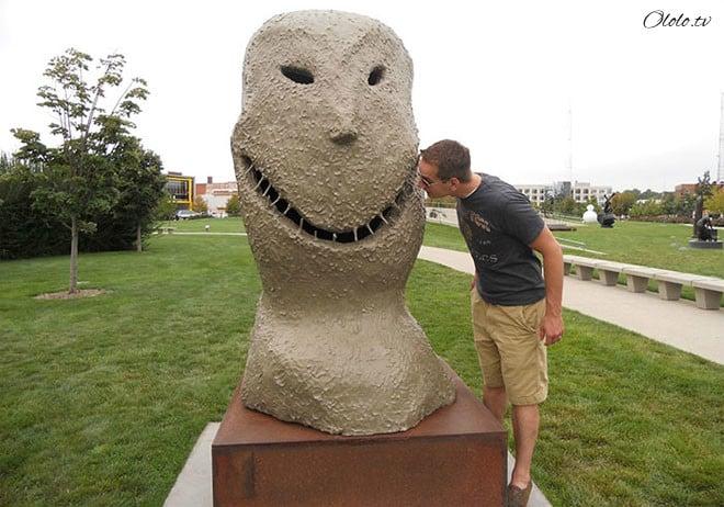 Самые уродливые статуи со всего мира рис 11