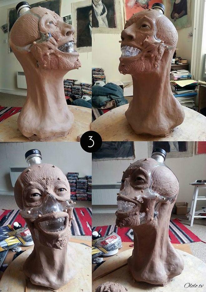 Художник-криминалист купил бутылку водки в виде стеклянного черепа и восстановил её лицо