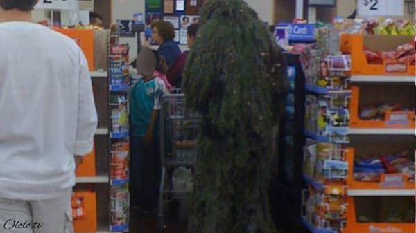 Эти люди просто пришли за покупками в американский супермаркет Walmart рис 4