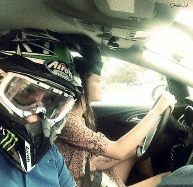 15 забавных фото, демонстрирующие непростые взаимоотношения девушек с автомобилями. Часть I