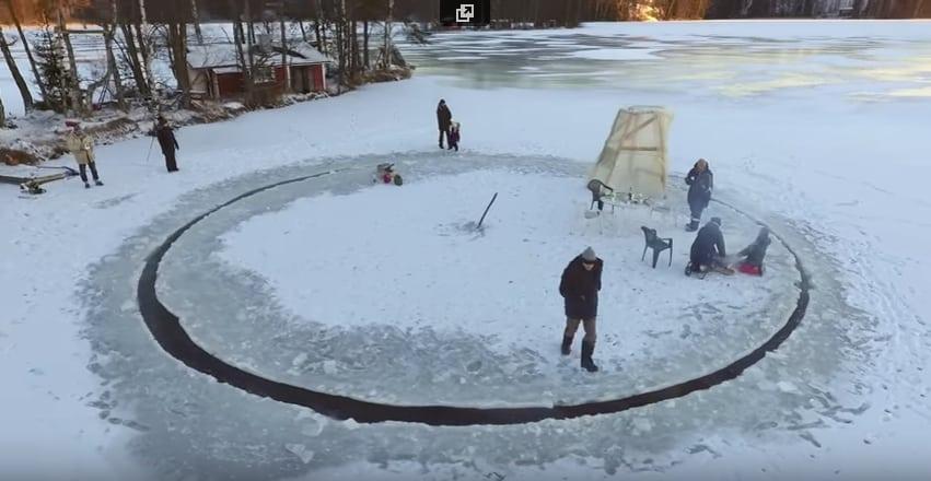 Головокружительная ледяная карусель по-фински! Видео