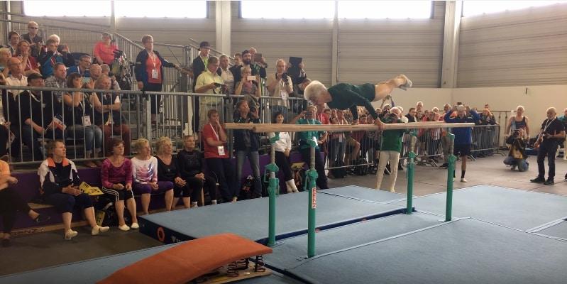 91-летняя гимнастка, заслуживающая уважения! Видео