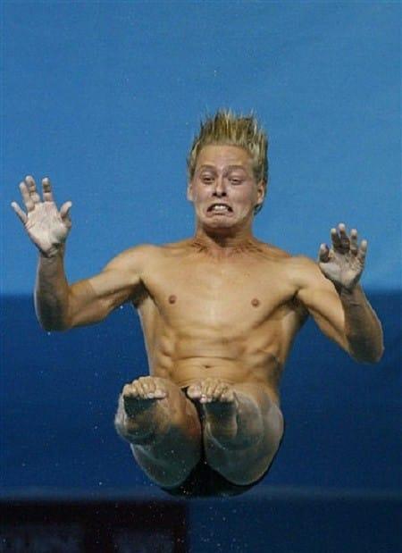Очень смешные фото прыгунов в воду рис 5
