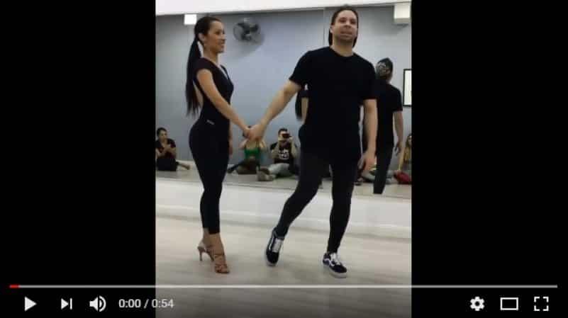 Невероятные вращения танцовщицы. Видео