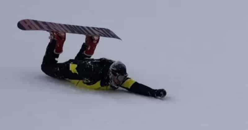 Куда едешь? В Махачкалу! Сноубордист cкатился на животе с Эльбруса