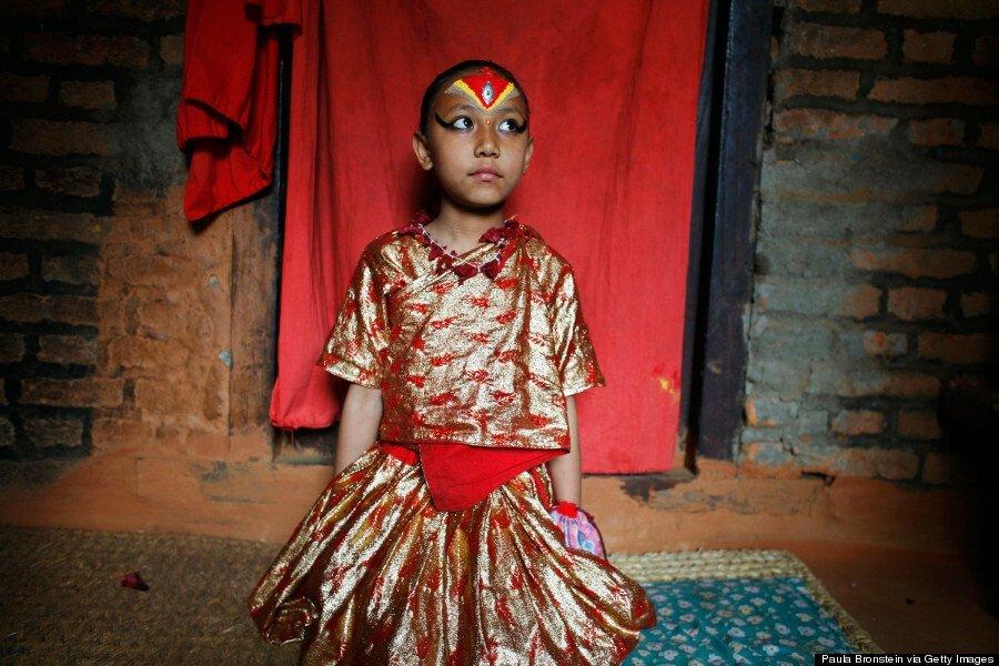 Живая девочка-богиня, ноги которой не касаются земли! рис 6