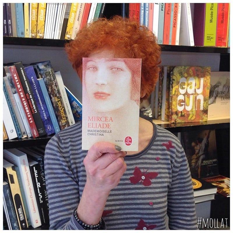 13 креативных снимков от скучающих продавцов книжного магазина!
