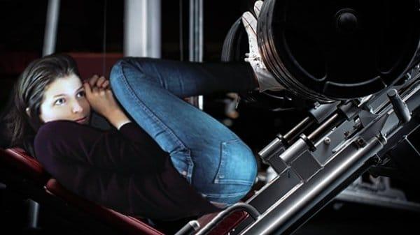 15 смешных фотожаб на Анну Кендрик в чемодане!