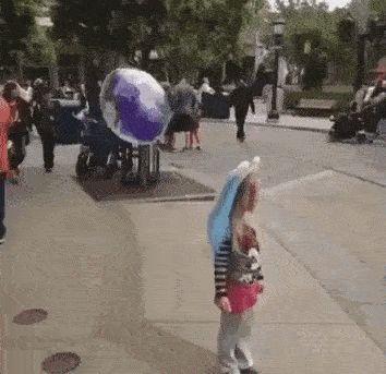 девочка с воздушным шаром gif