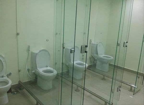 стеклянные перегородки в туалете