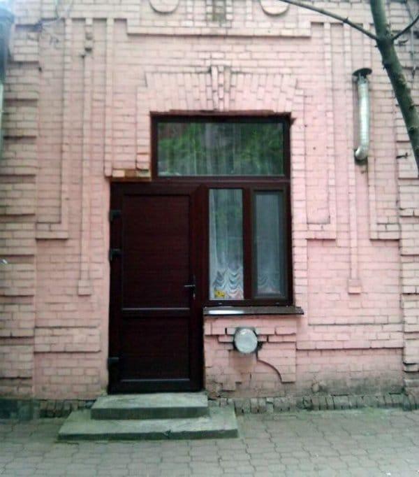 дверь в окне