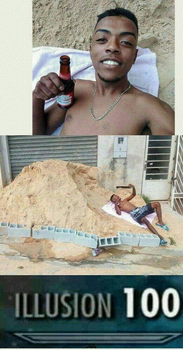 парень с пивом на песке