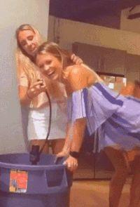девушка упала gif