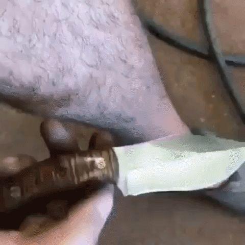 бритье ног ножом