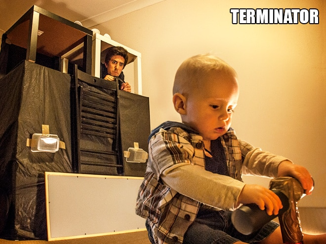 Родители воссоздают сцены из культовых фильмов с участием их сына! 14
