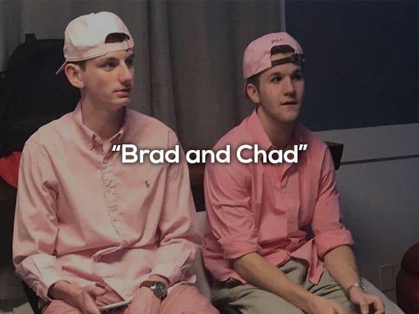 парни в розовых кепках