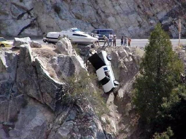 авто упало со скалы