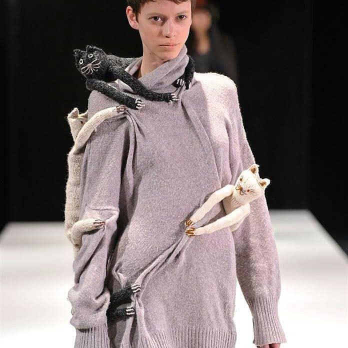 необычный свитер