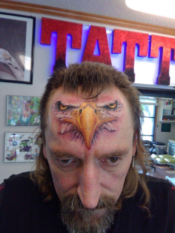 тату орла на лбу