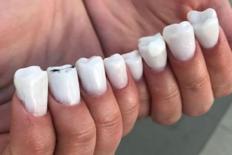 Маникюр с зубами