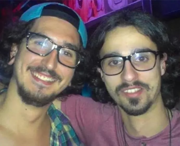 парни в очках