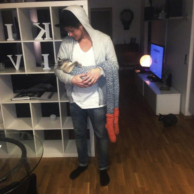 мужчина с кошкой