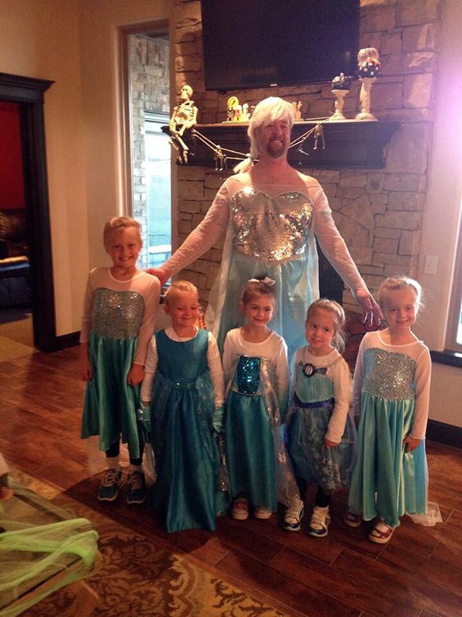 папа с дочерьми