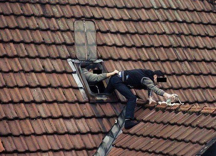 мужчины на крыше