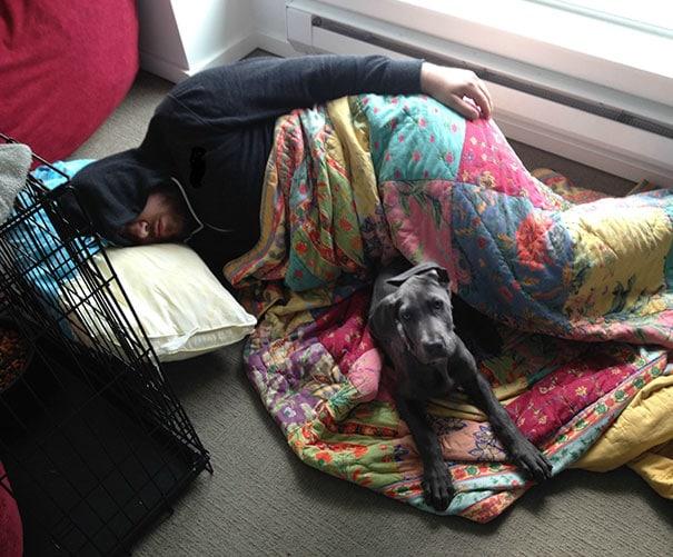 парень с собакой