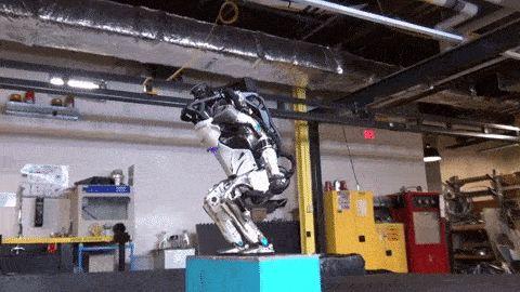 робот делает сальто