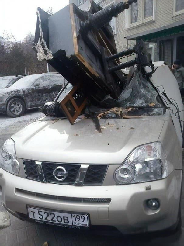 рояль упал на авто