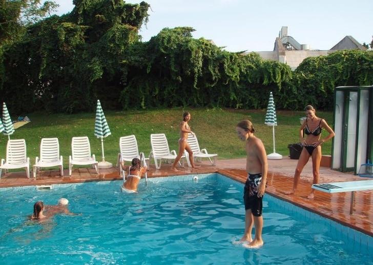 люди в бассейне