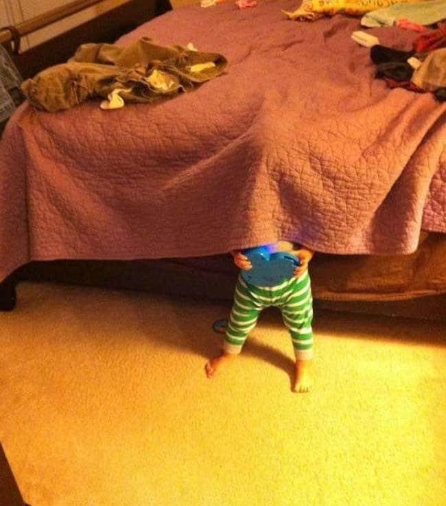 ребенок и кровать