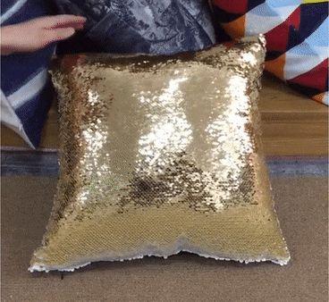 подушка с золотыми пайетками