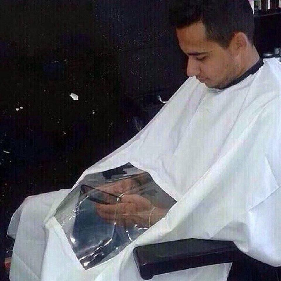 мужчина в парикмахерском кресле
