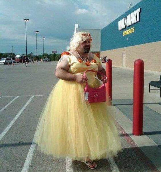 мужчина в платье
