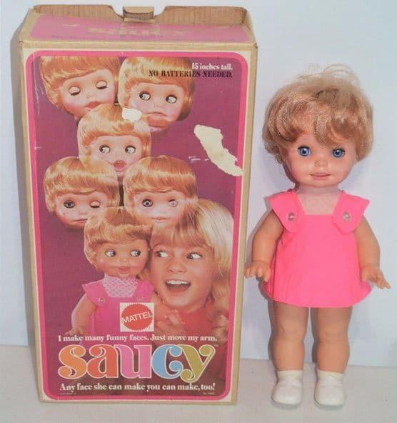 кукла строит мордашки