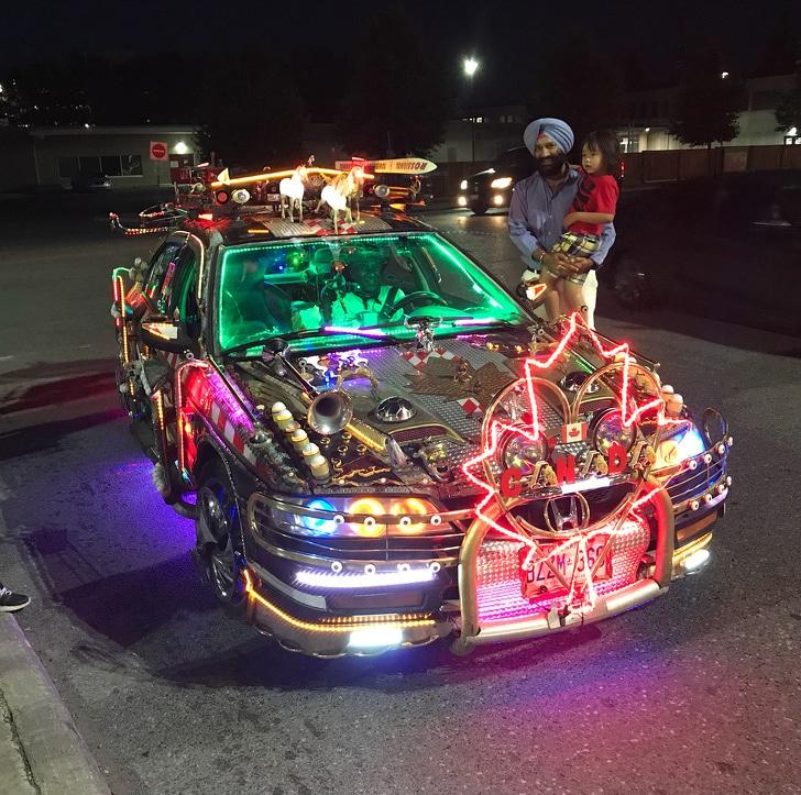авто с яркими лампочками