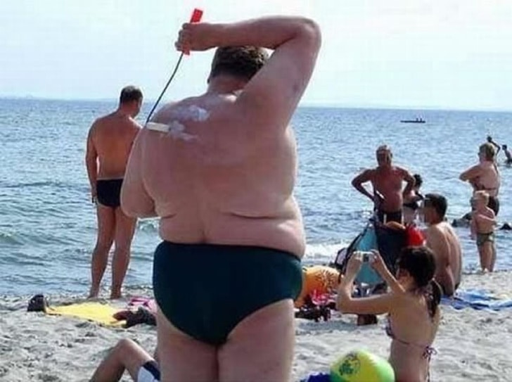 одинокий мужчина на пляже