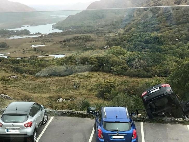 неудачная парковка авто