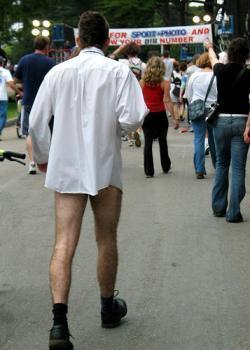 мужчина в рубашке без штанов