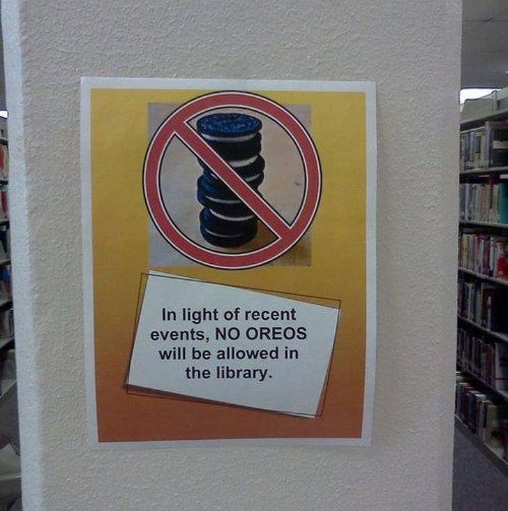 вывеска в библиотеке