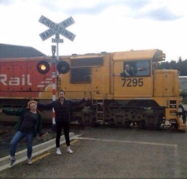 фото на фоне поезда